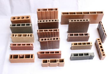 China Skirting Trim Wood Plastic Composite Extrusion Machine Quick Cooled 240mm Width supplier